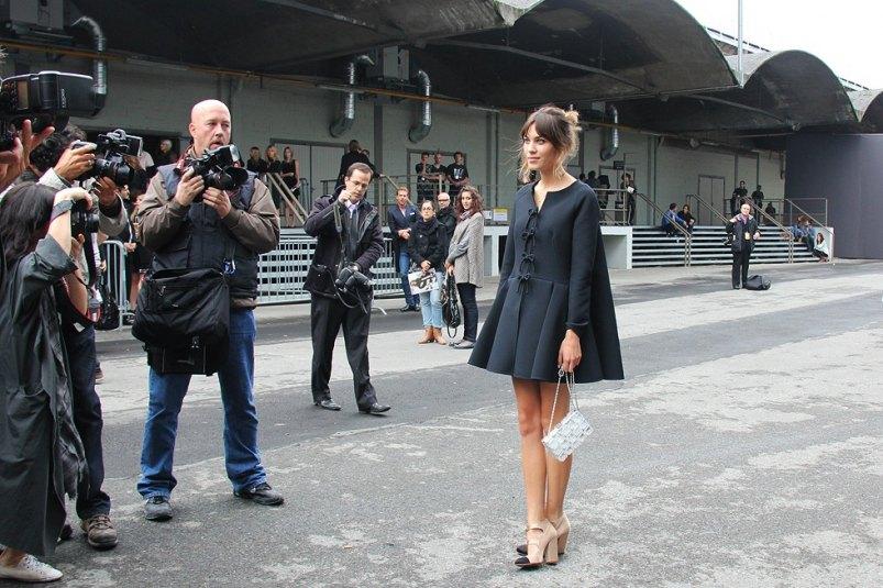 alexa-chung-streetstyle-carolinesmode-black-coat