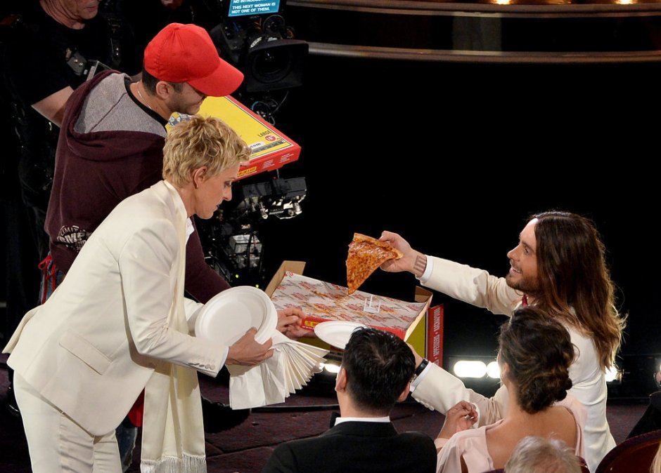Ellen-DeGeneres-handed-out-pizza-Jared-Leto