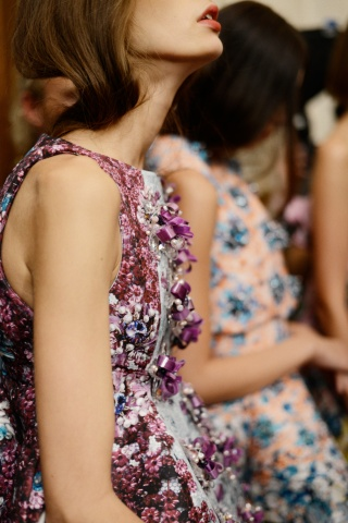 mary-katrantzou-rtw-ss2014-backstage-05_170846719180.jpg_carousel_parties